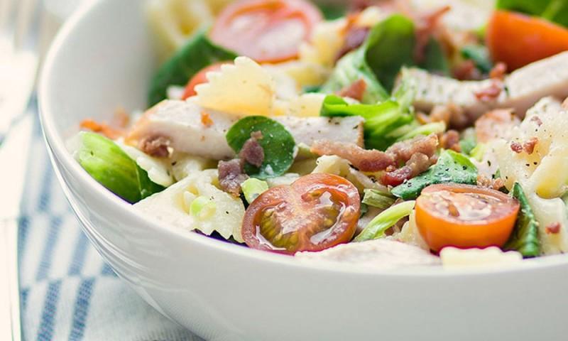 Wonderbaarlijk Pastasalade met kruidenroomkaas en gerookte kip – Phood.nl TX-65